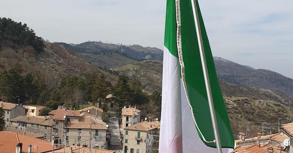 <a href='dettagli.aspx?c=1&sc=8&id=61&tbl=eventi'><div class='slide_title'><h3>Giornata dell'Unità Nazionale, della Costituzione, dell'Inno e della Bandiera 1861 - 2020</h3></div><div class='slide_text'><span>17 marzo Giornata dell'Unità d'Italia L'amministrazione comunale di Capranica Prenestina invita i cittadini ad esporre il tricolore nella giornatadel 17 marzo 2020. Un'iniziativa per far ricordare  ...</span></div></a>